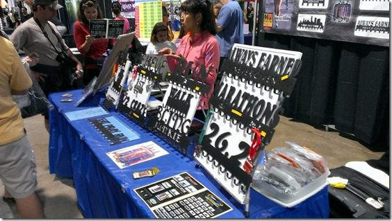 sport hooks booth 800x450 thumb My Friday and the Long Beach Marathon Expo