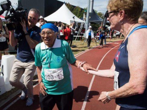 Столетняя женщина из Индии приняла участие в массовом забеге в Канаде