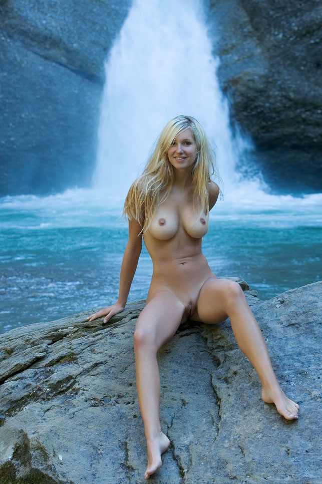Teen With Amazing Body Posing Naked At Outdoors Winter S