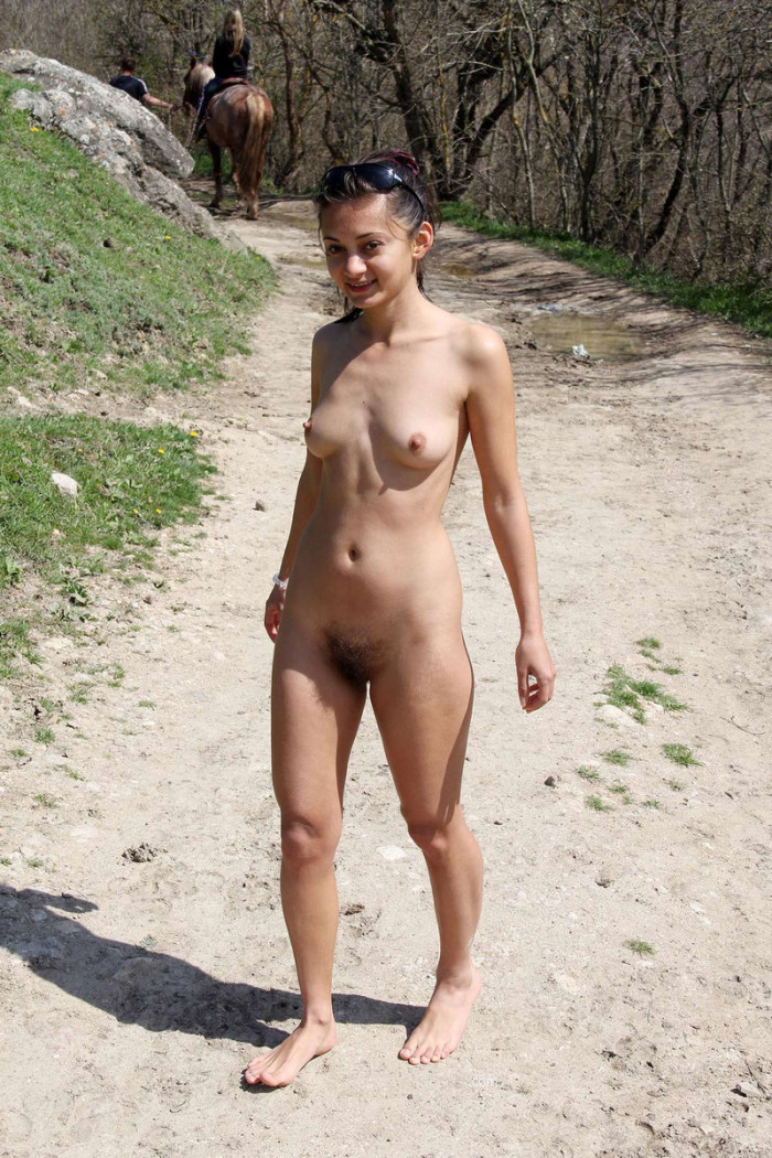 Naked girl Alina waving to passing cars