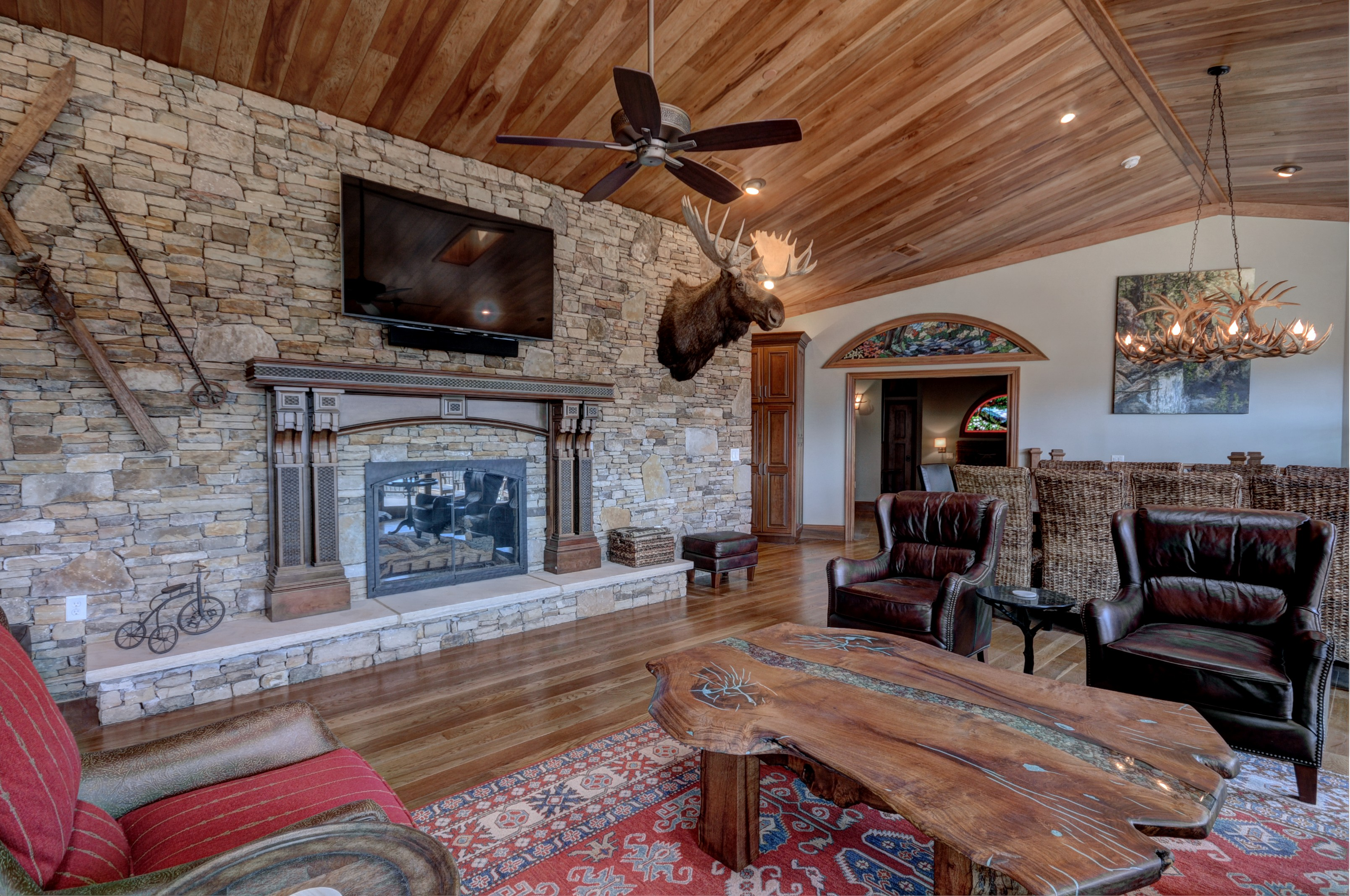 Luxury vacation home rustic elegance lodge gatlinburg for Rustic elegant living room