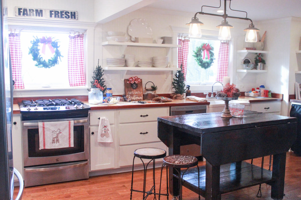 37 Tour Farmhouse Christmas Home Tour