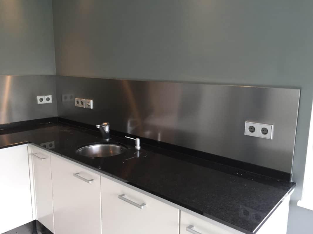 Achterwand keuken zwart marmeren plank keuken zwarte