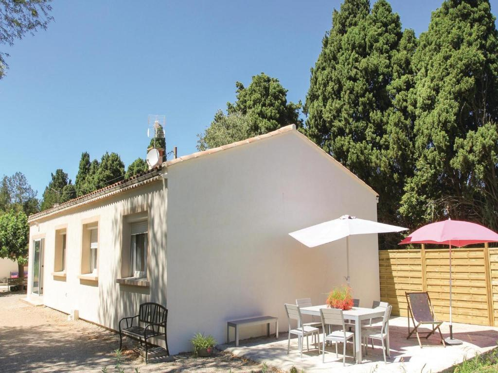 Booking Salon De Provence Four Bedroom Holiday Home In Salon De Provence Salon De Provence