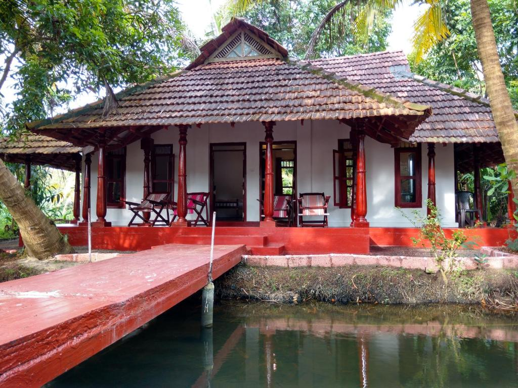 Farmhouse Near Bangalore Hotel Backwater Farmhouse Eramalloor India Booking