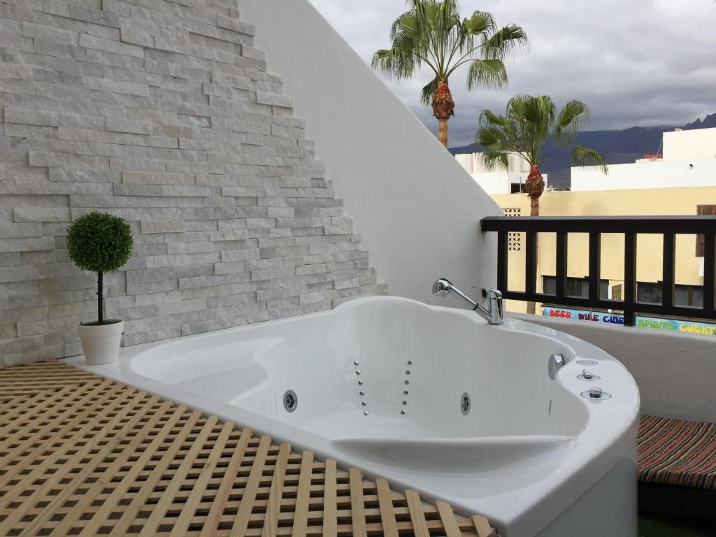 Jacuzzi Pool De Lux Spa Golden Mile Las Americas Pargue Santiago 2 Pool