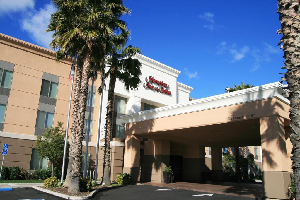 Hampton Inn Lathrop, CA - Booking