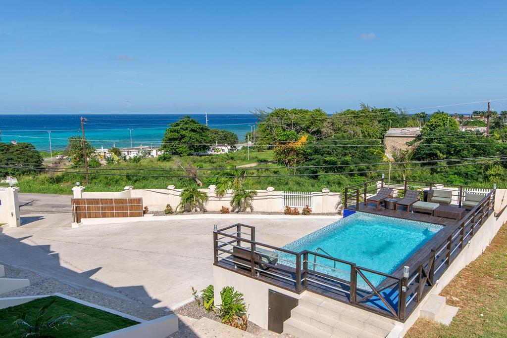 Apartment Luxury 2BR Home facing Beach w/Pool Montego Bay #5