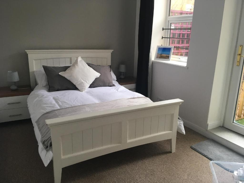Sofa Bed Eastbourne 1 Bedroom Garden Apartment Right By The Beach Eastbourne Uk