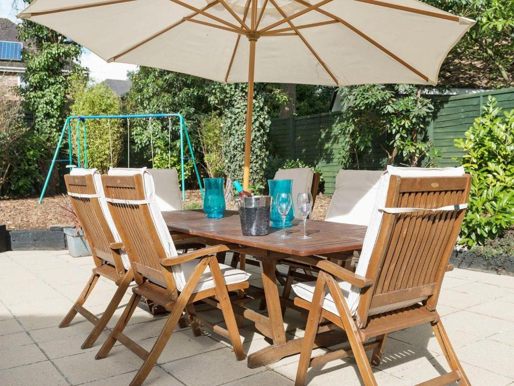 Outdoor Furniture Ringwood Holiday Home Treetop House Ringwood Uk Booking