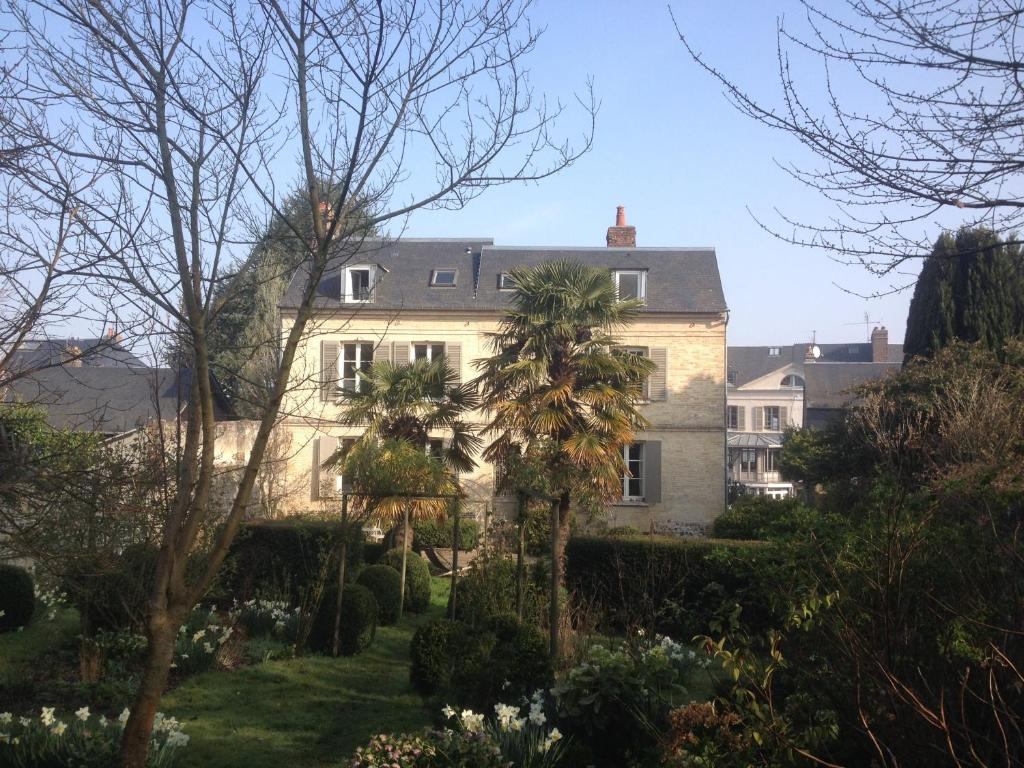 Chambre D'hote Honfleur Bed And Breakfast Hôtes Rosebud Honfleur France Booking