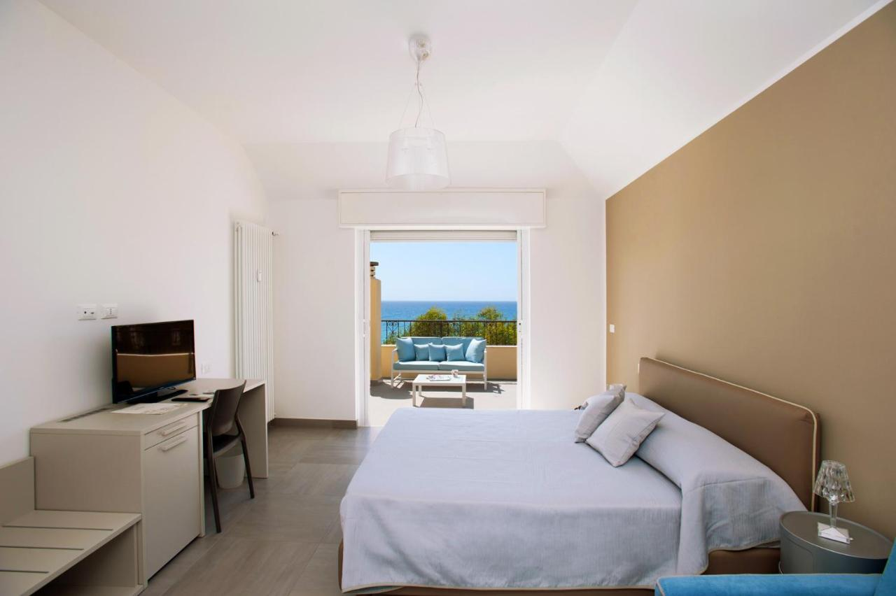 Divano Jean B&b B B Ligure Rooms Pietra Ligure Italy Booking