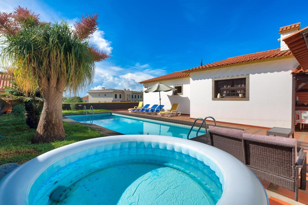 Pool And Jacuzzi Villa Santo Amaro Private Pool And Jacuzzi Funchal Portugal