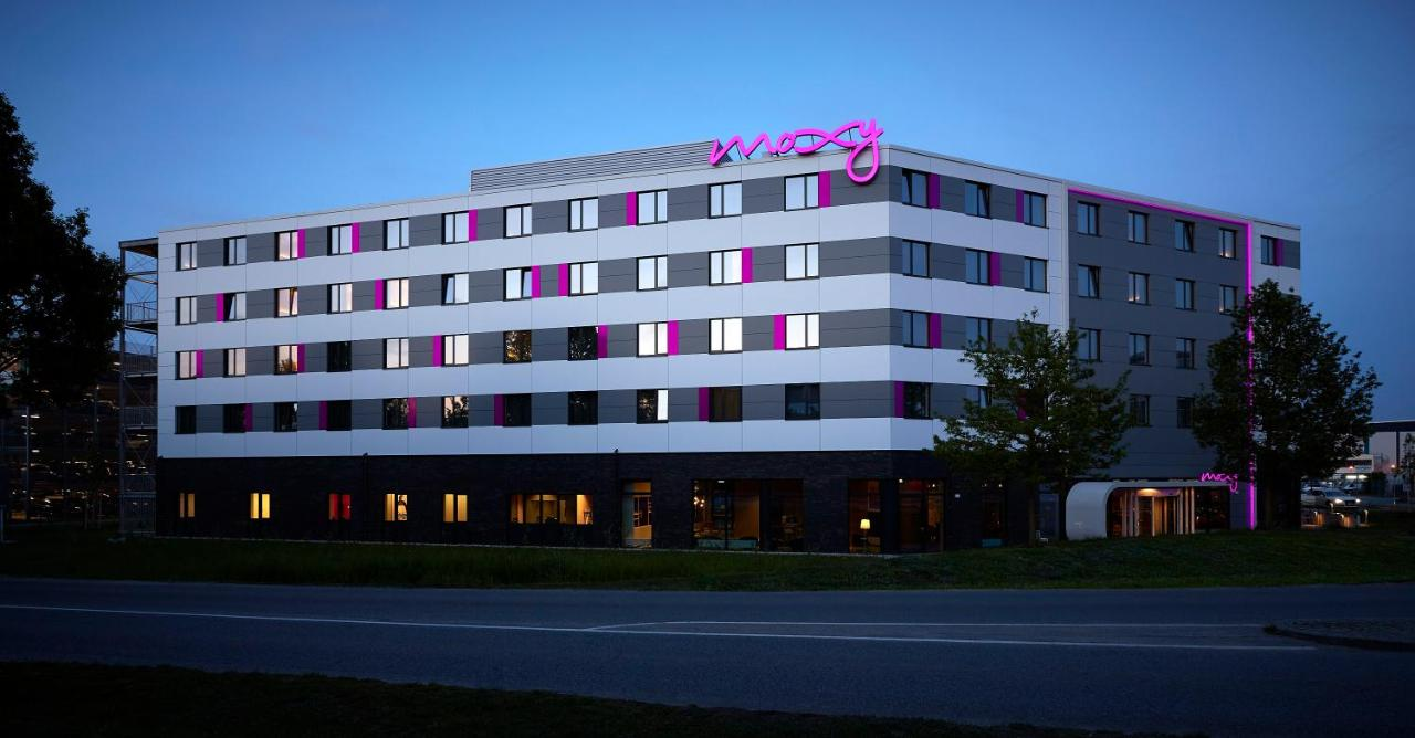 Cash Pool Flughafen München Hotel Moxy Munich Airport Oberding Germany Booking