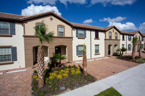 Luxury 5 Bedroom w/ Private Pool Close to Disney 8875, Kissimmee