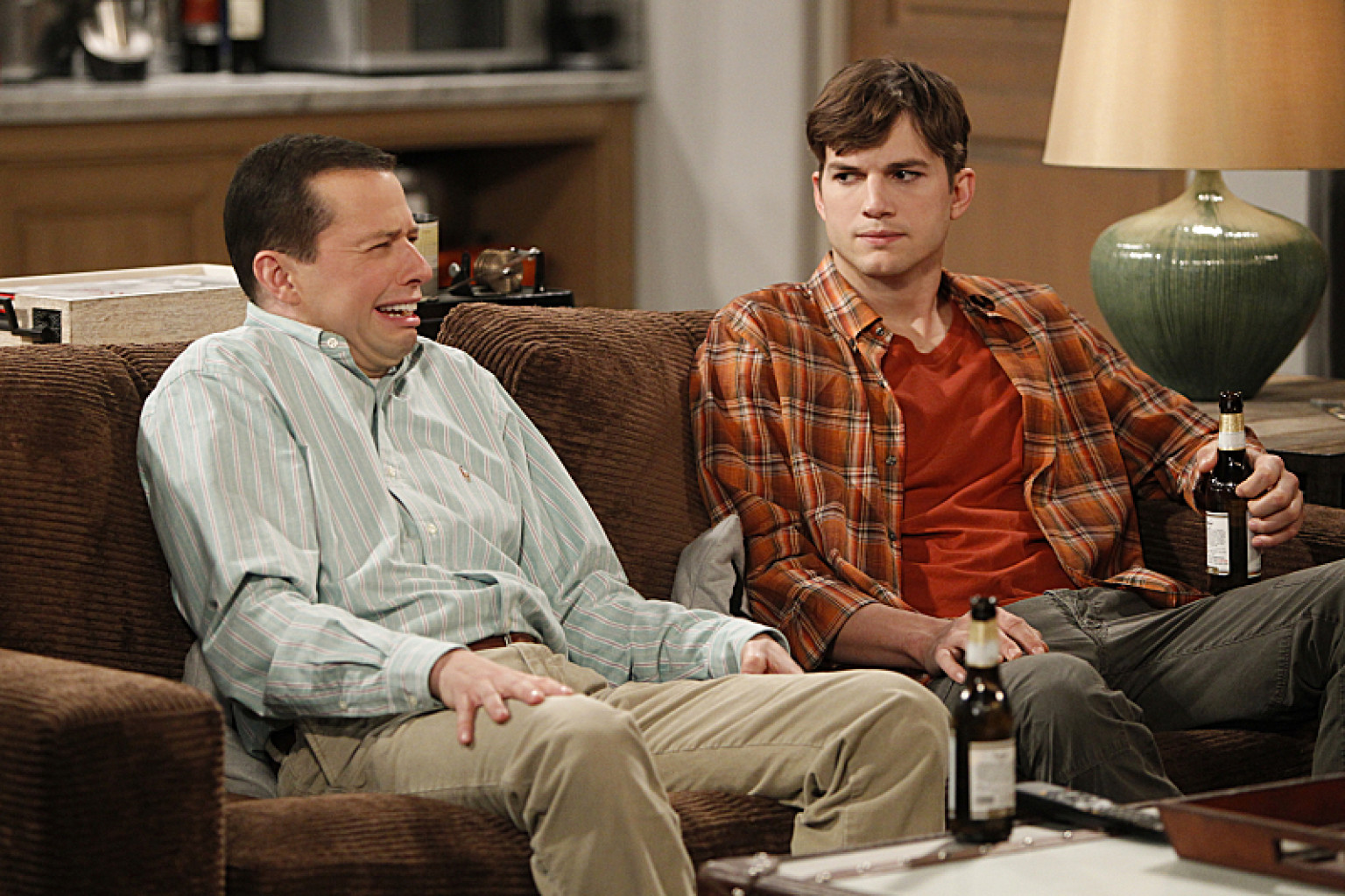 Couchtisch Two And A Half Men 39two And A Half Men 39 Jenny Character Poised To Shakeup