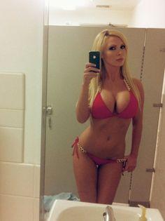 curvy nude glasses selfie