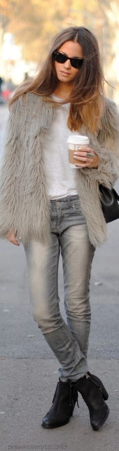 Love the fur coat je