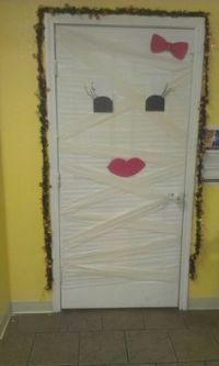 Door decor on Pinterest | Door Decorating, Christmas ...