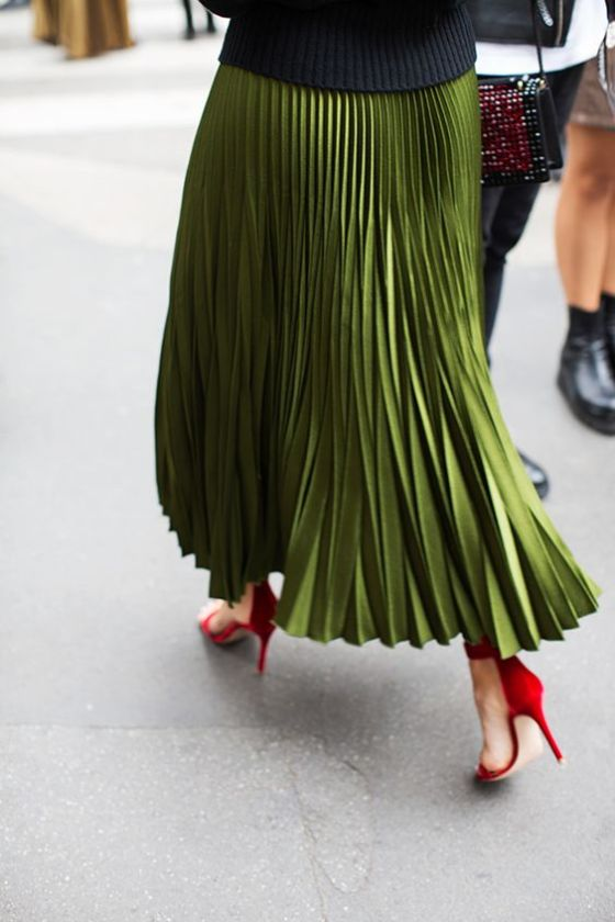INSPIRATION: Green pleated skirt with apple red heels: