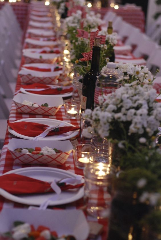 Dinner Set Tuin Outdoor Entertaining Love. Red + White Tablecloths Here