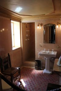 1920s, 1920s bathroom and Castles on Pinterest