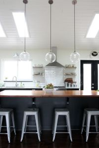 Amazing vaulted ceilings in the kitchen/living room area ...