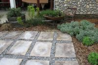 Using stepping stones and gravel to create a simple patio ...