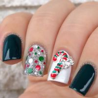Candy cane nails, Candy canes and Christmas nail designs ...
