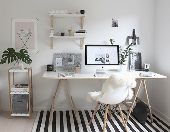 Para copiar - Home Office com branco e madeira crua (via omundodejess.com):