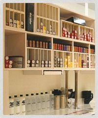 Looks neat and space saver. PM color bar! | SALON IDEAS ...