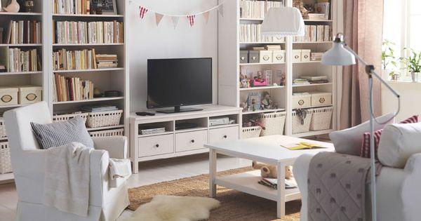 Salón Luminoso Con Un Mueble De TV De Pino Macizo Tintado En   Ikea  Wohnzimmer Braun
