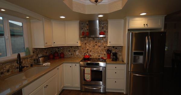 Pics Of Kitchens With Off White Cabinets Starmark Buttercream Cabinets With Zodiaq Mossy Green