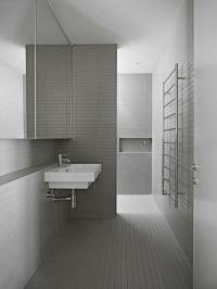 groes-modernes-haus-architektur-badezimmer-fliesen-grau ...