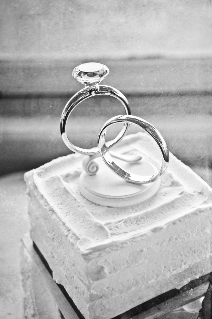 wedding cake toppers wedding ring cake topper LOVE this wedding cake topper