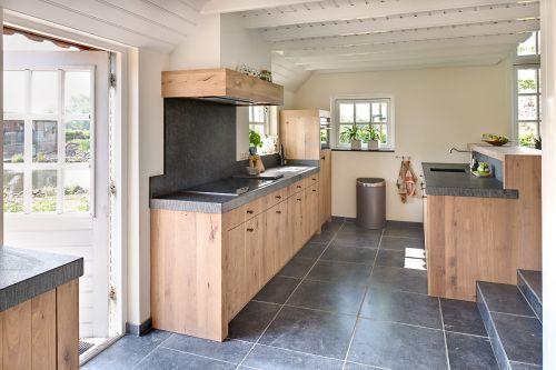 Landelijk moderne eiken keuken met zeer exclusieve houten