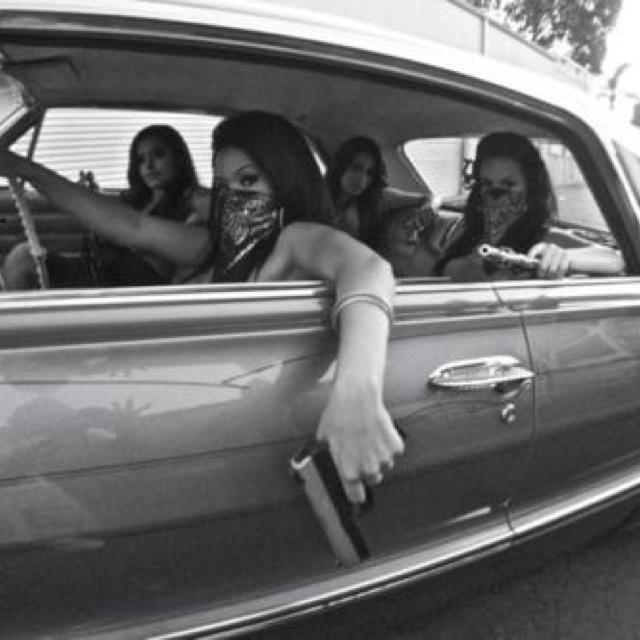 Gangsta Girls And Lowriders Wallpaper Girls With Guns Femmes Gangsta Pinterest Armes Et Filles