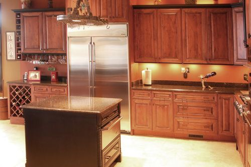 Kitchen Remodel Ideas With Vaulted Ceiling Charleston Chestnut Finish Kitchen Cabinets Note The Bar
