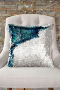 1000+ ideas about Sequin Pillow on Pinterest   Throw ...