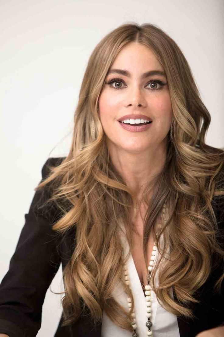Sofia Vergara Hair Color Sofia Vergara Goes Blonde Shows Off Natural Hair Color Picture Us