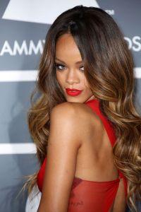 Rihanna: Hair Style File | Grammy award, Rihanna and Hair ...