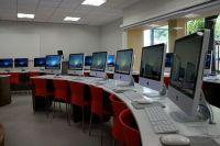 Nautilus School Apple Computer Lab. Round desk design ...