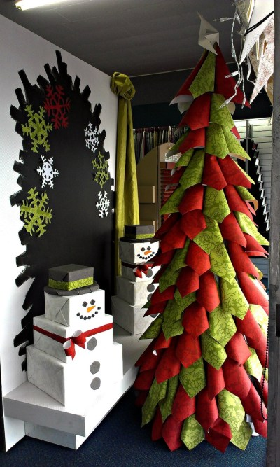 Christmas display for 2012 ... Tree and snowmen made out of wallpaper :) | window display ...