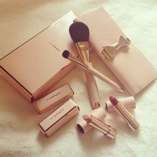 Moving Wallpaper Iphone 6s Plus Gorgeous Gold And Blush Pink Mac Makeup Kit Tumblr