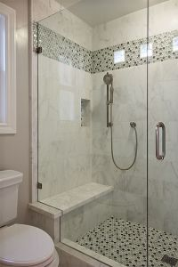 A plain tile type w the same accent for both floor and