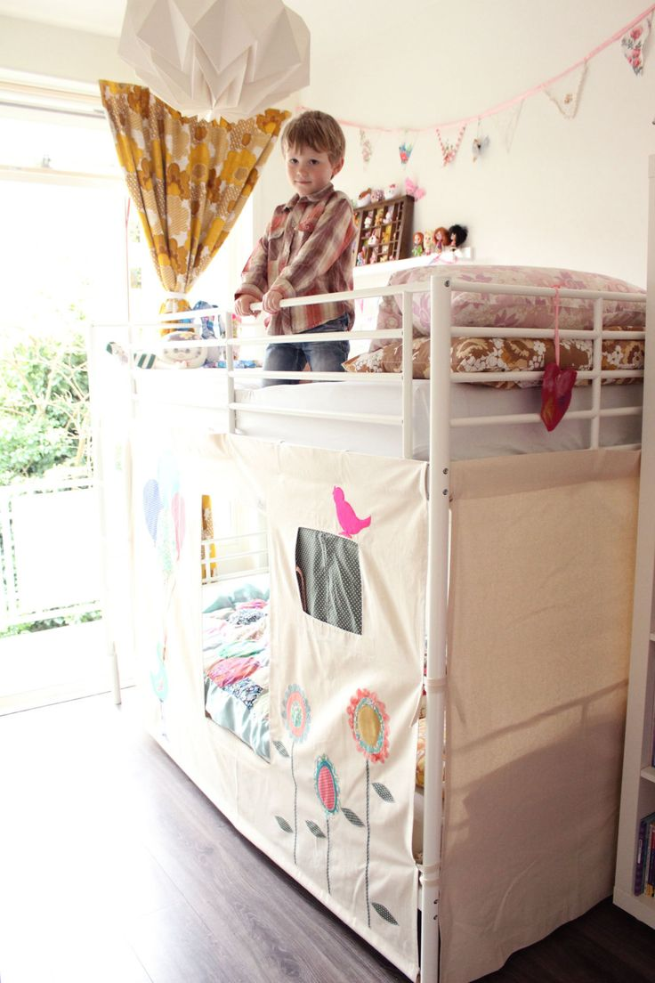 Bunk bed tent bird and balloons