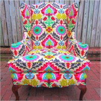 love! i love bright patterned chairs!   L I V I N G R O O ...