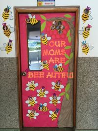 Mothers Day classroom door Our moms are bee autiful bee ...