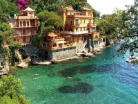 Sea cliff houses.. This would be amazing to live in ...