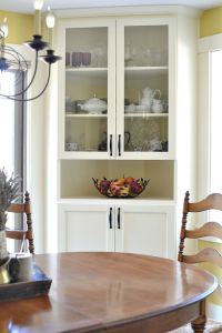 25+ best ideas about Corner china cabinets on Pinterest ...